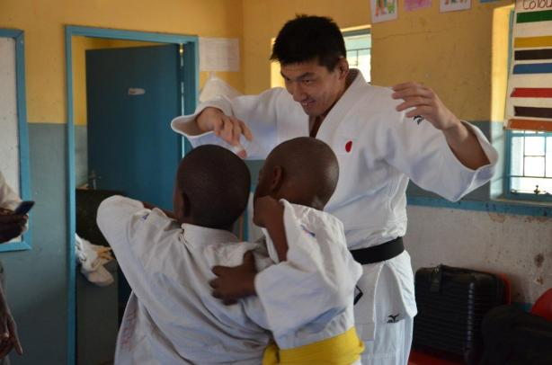 Mitsushi Hirokawa Sensei, with the children participating in the Judo to Schools programme.